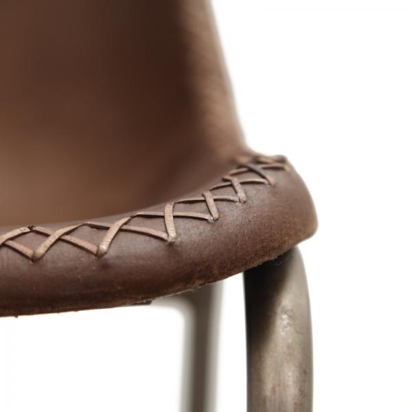 Barkruk-met-leren-kuip-bruin-detail