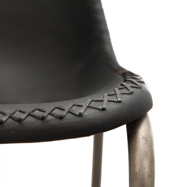 Barkruk-met-leren-kuip-zwart-detail