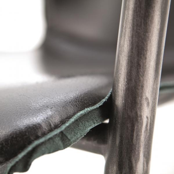 Luxe-barkruk-met-armleuning-leer-detail
